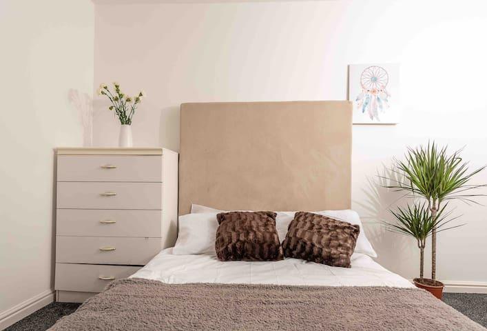 Modern Family Home-Two Bedroom ApartmentSleeps 4-6