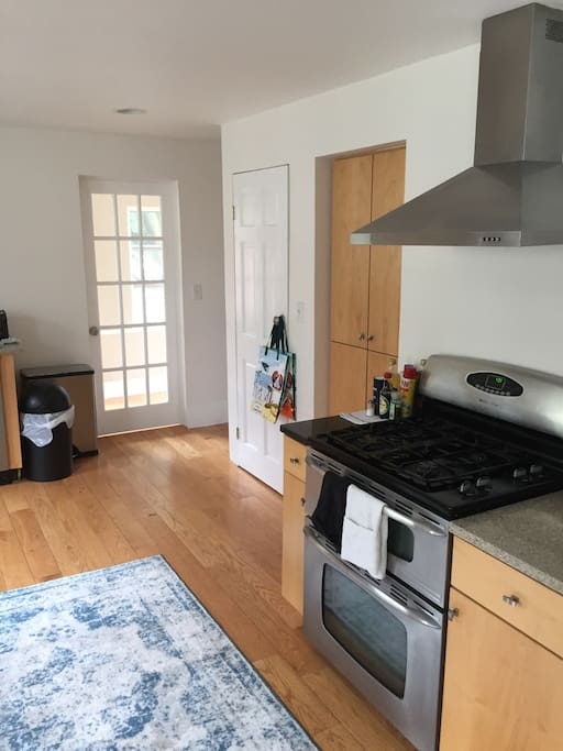 Kitchen with stove/oven and dishwasher