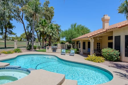 3BR 'Ocotillo Haven' on Golf Lot w/Pool & Views!