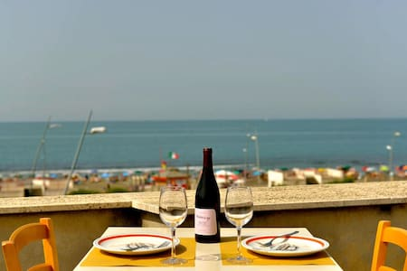 PENTHOUSE AT THE SEA OF ROME !!! - Ostia - Lejlighed