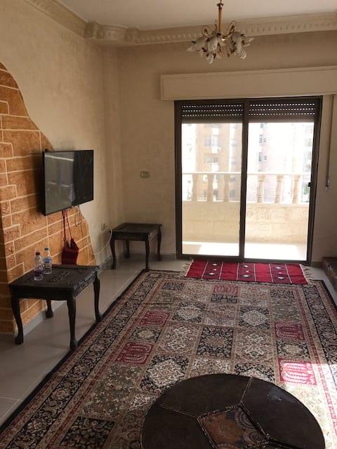 Byt zařízený v Al Jabeiyeh naproti tvůrčí školy