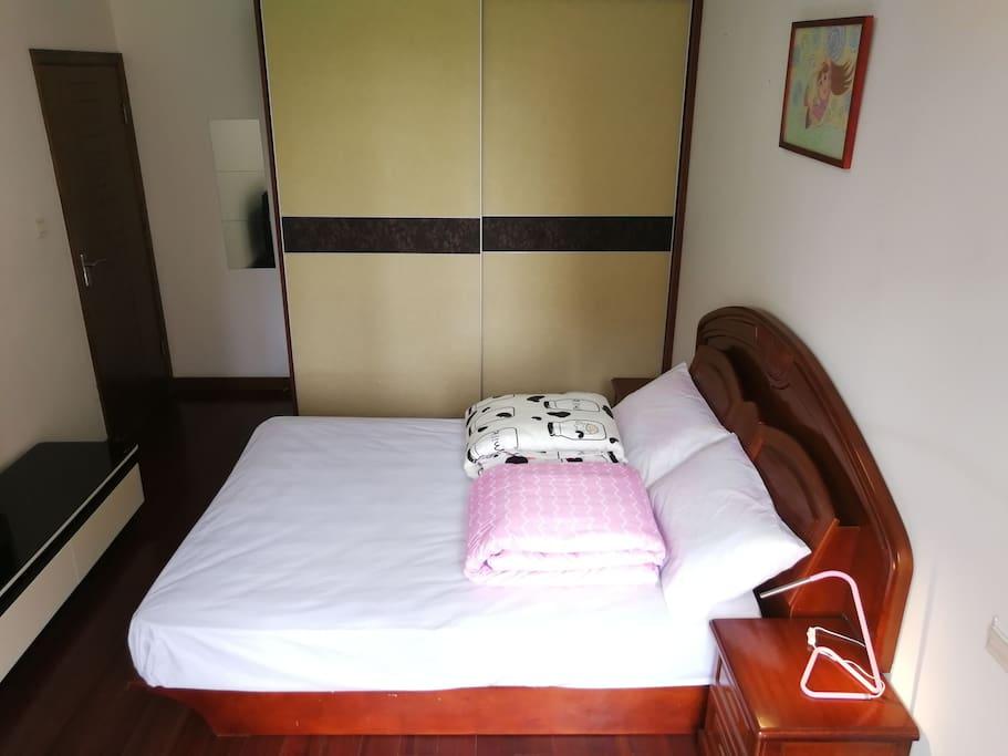 五尺双人床(1.8米*2.0米) 简洁移门大衣橱和着装镜