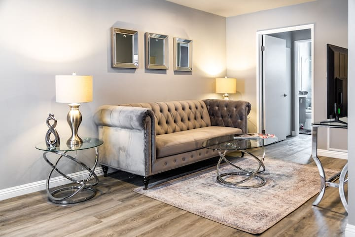 MAGICAL COZY 1 BEDROOM, IN HOLLYWOOD