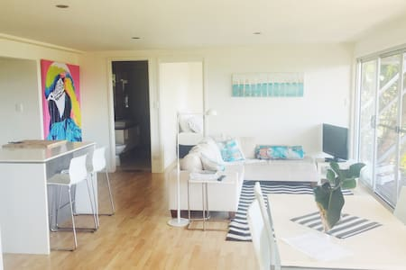 modern private flat with ocean views - Currumbin - Guesthouse