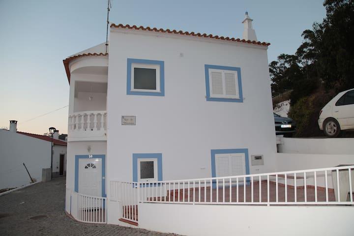 Alugo apartamento Odeceixe (casas Santo António) - Odeceixe - Wohnung
