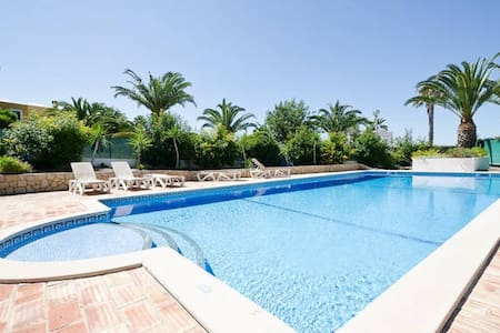 3 bed villa with Pool, WiFi, BBQ, near Galé - Guia - Rumah