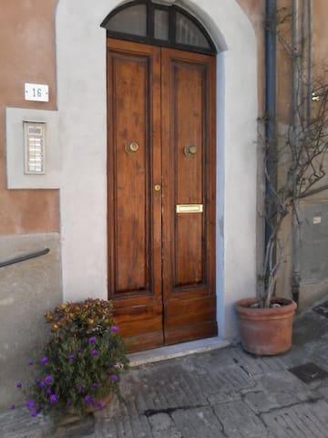 Bilocale vicino centro storico - Castagneto Carducci - Apartamento