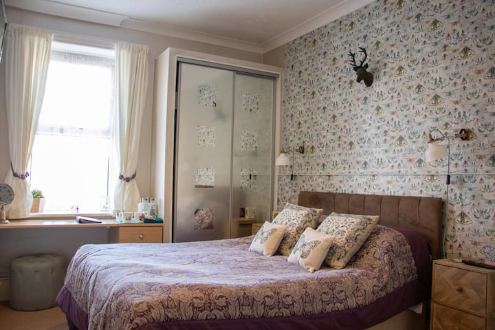 Double en-suite room with breakfast at Cherry Tree