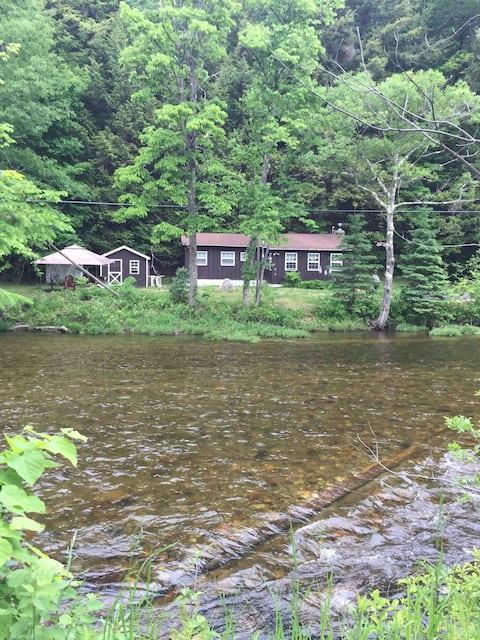 ADK Cozy River Cottage