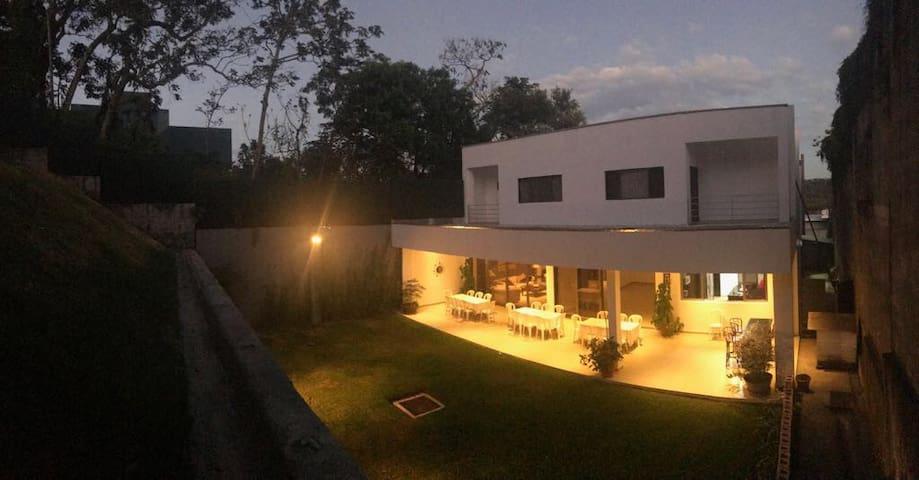 Lujosa residencia en Palmira, Santa Tecla