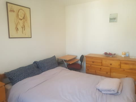 Large double bedroom in quiet, safe neighbourhood