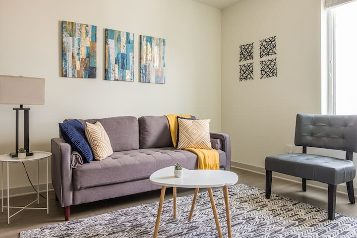 Bright + Contemporary 1BR Apt Near Big Four Bridge