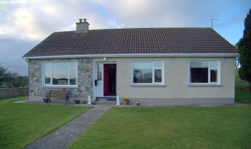 Family home in rural Mayo setting - Rumah