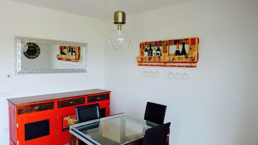 PISO PINTORESCO, ACOGEDOR Y MUY BIEN UBICADO - Martorell - Daire