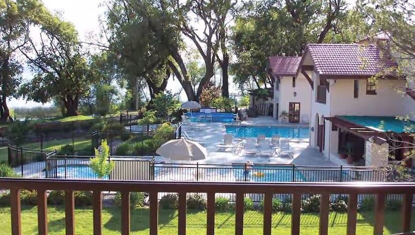 Clear Lake Condo Sleeps 8-9 - Nice - Apto. en complejo residencial