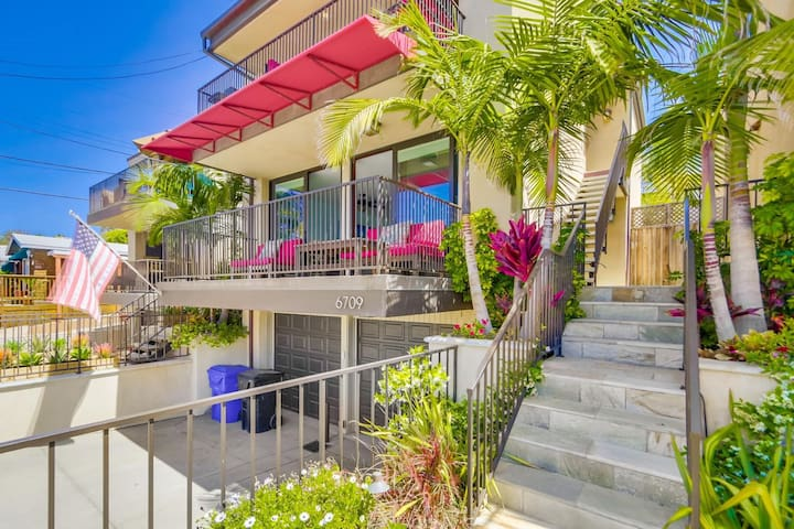 Highly desirable La Jolla location! Walk to the BEACH and amazing Ocean Views!
