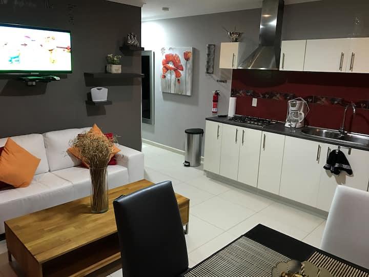 Malika Apartment Red, Elegance