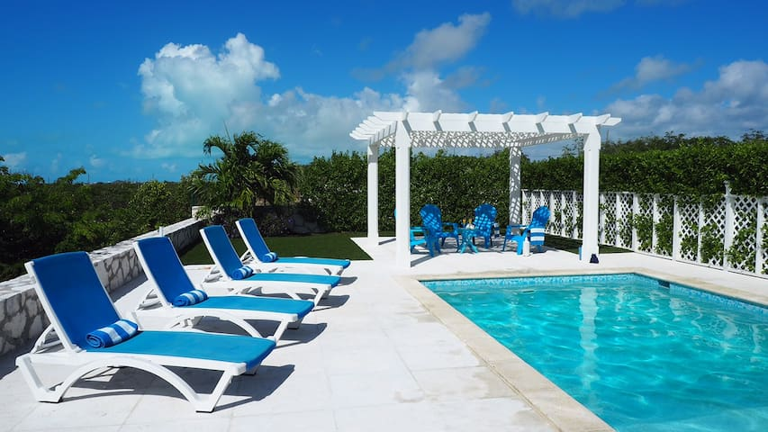 Oceanview Family Home with Pool walks to the Beach - Caicos Islands - House
