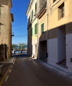 "Loft ""SEAUITE"" a soli 10 mt dal porto - San Marco - Çatı Katı"