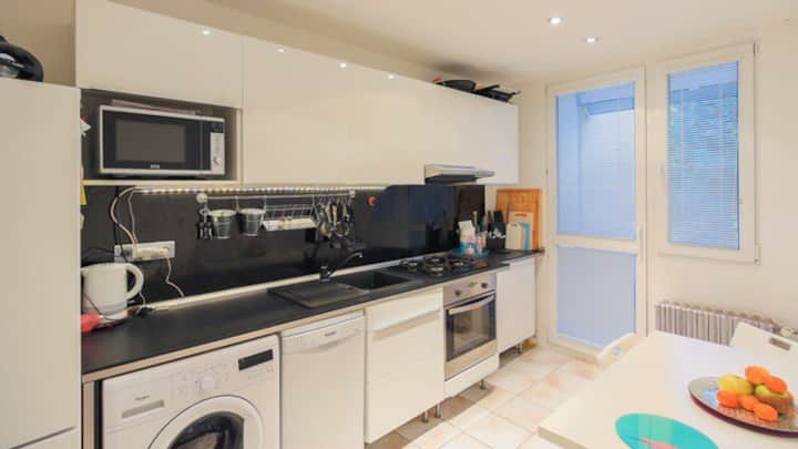 Nice room near to city centre (5 minutes by bus)