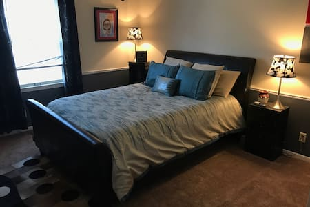 Charming room w/DIRECTV & Wifi - Jonesboro - House