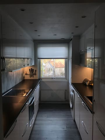 2 bedrooms, free parking, 2 bathrooms, new kitchen