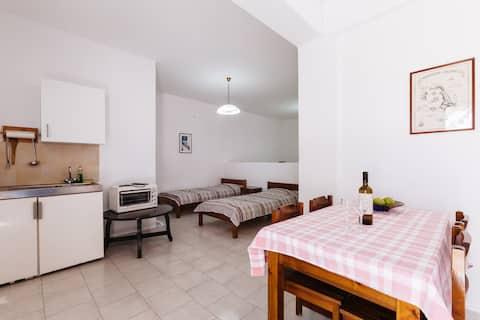 'Thalassitis' coastal apartment 1