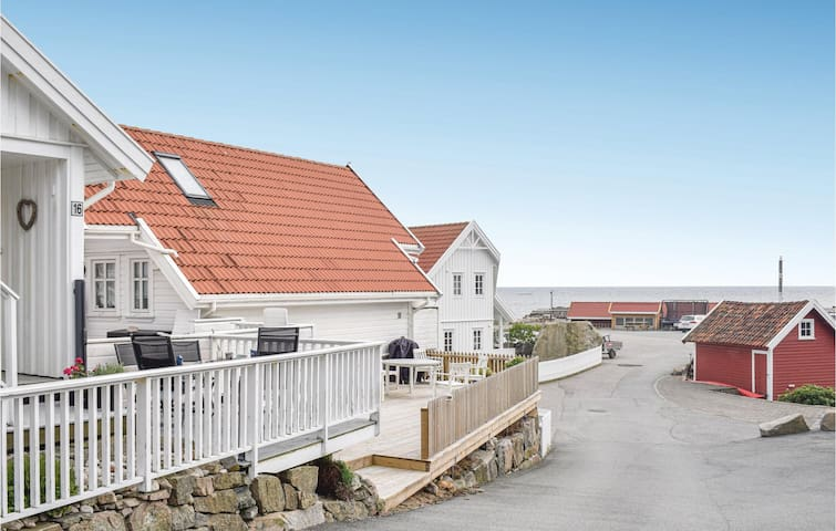 Holiday apartment with 2 bedrooms on 47m² in Lindesnes