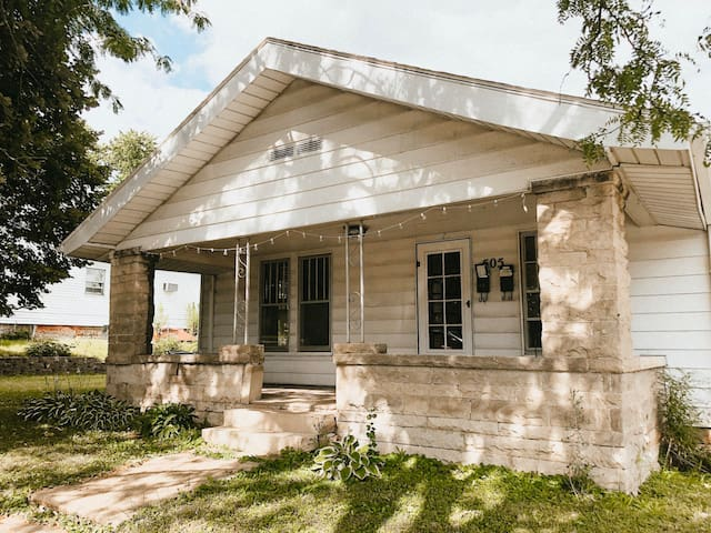 Charming Bungalow in prime location!