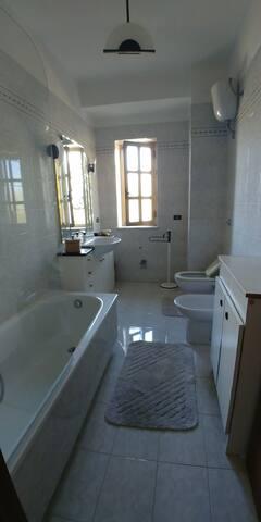 Bathroom - bagno con vasca