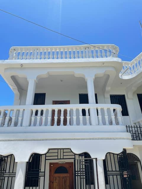 Maison Blanc Guesthouse. A Royal Oasis