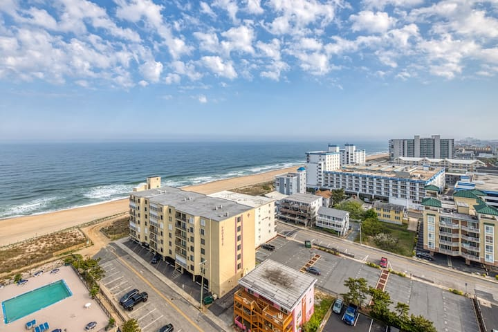 Oceanview condo with private balcony, shared pool access - walk to the beach!