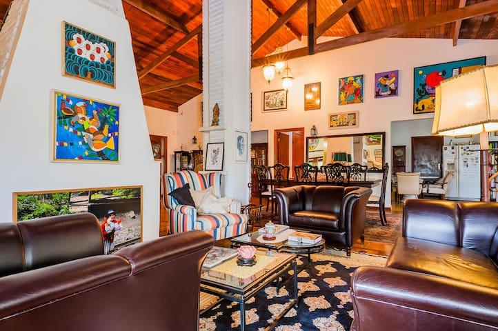 Casa Naif Gold