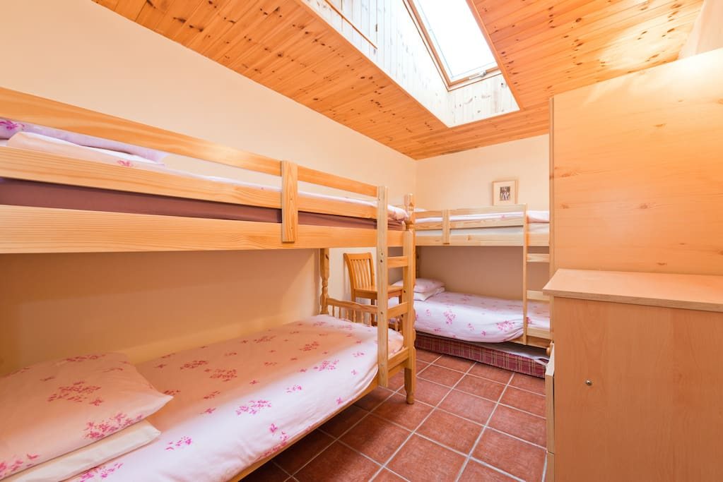 This room has 4 beds. Its in a shared apartment  Its just ideal for a family of 4 or 4 friends, heading  to the airport, or  catching an early/late flight.