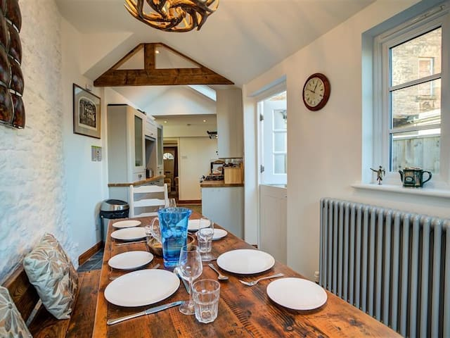 AELIA COTTAGE, country holiday cottage in Cirencester, Ref 988821