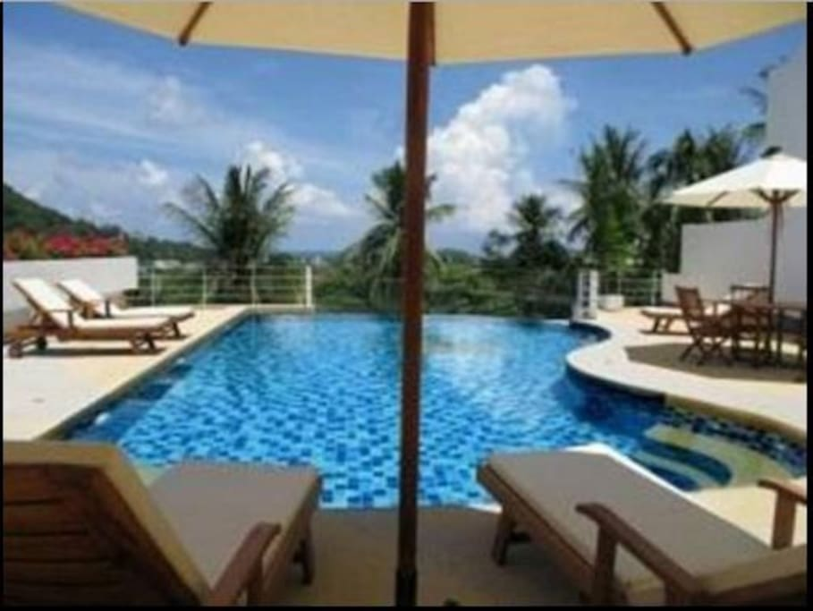piscina sottostante appartamento