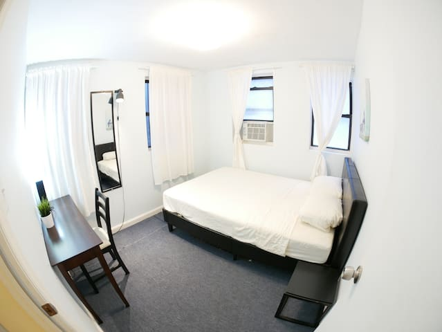 Comfy private room in Williamsburg's top location!