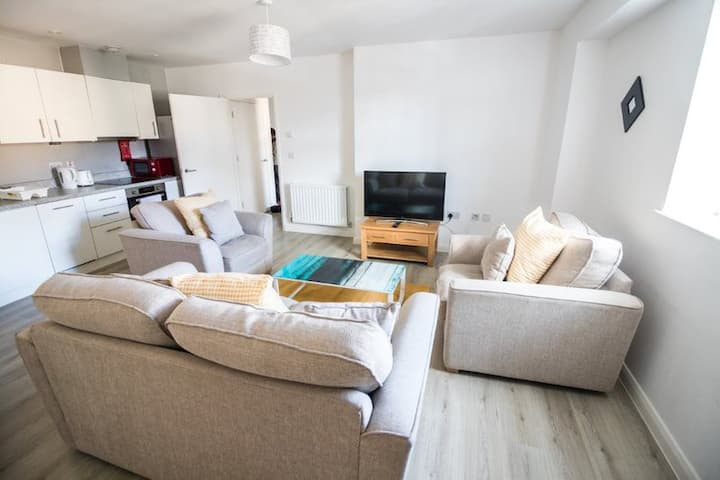 Riverside 8 Maidstone ME15, Sleeps 4, Parking