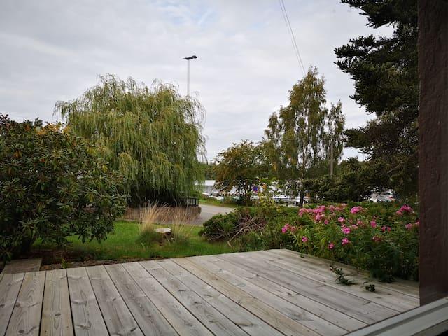 Sjönära fräsch mindre villa nära pendeltåg