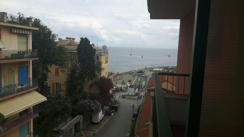 A due passi dal mare di Fegina    (011019-LT-0103)