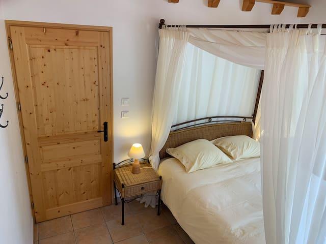 Domaine la Pique, Tournesol, masterbedroom with private balcony