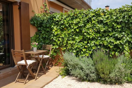 Nice house with garden y BBQ for 5 persons - Bellcaire d'Empordà - Stadswoning