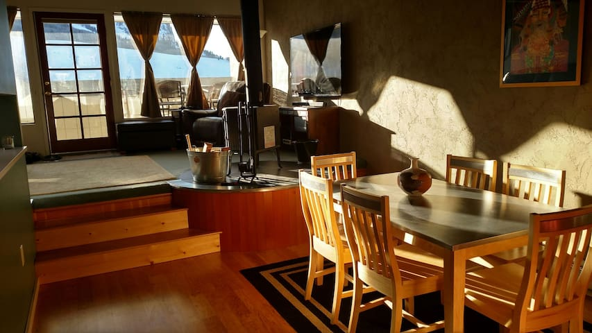 Lofty, Cozy Condo. 2 min to lifts! - Mt. Crested Butte