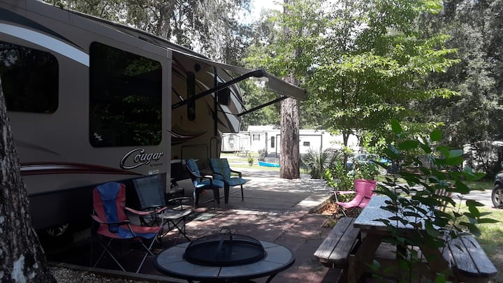 Salt Springs RV Rental- Family & pet friendly park