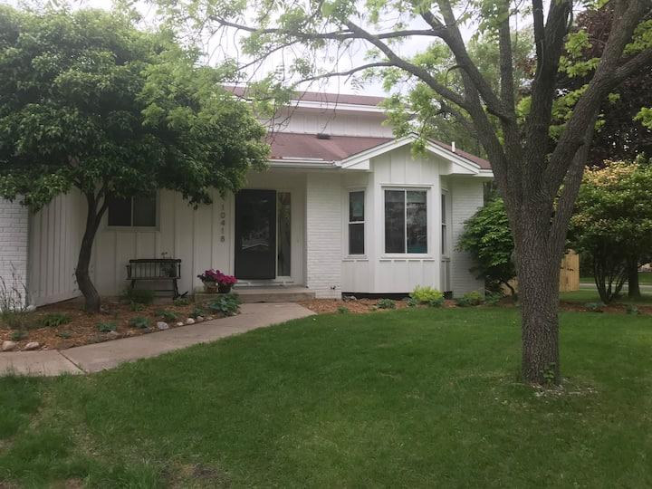 Family Friendly House in Lovely Eden Prairie
