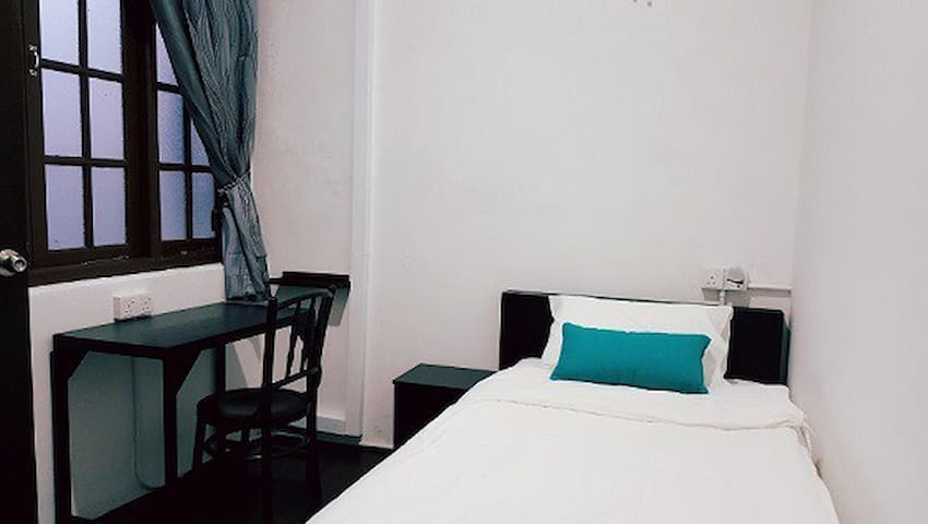 Single Room at Khim's Heritage Home - George Town - House