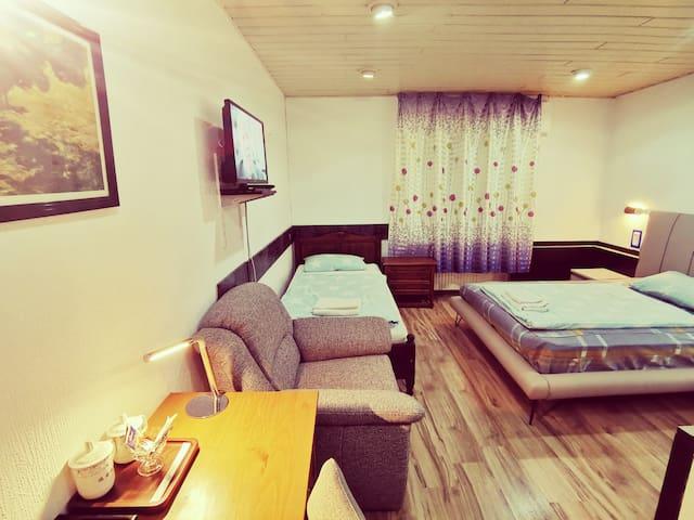 Zweibettzimmer mit Kingsize Bett im Hotel Destille
