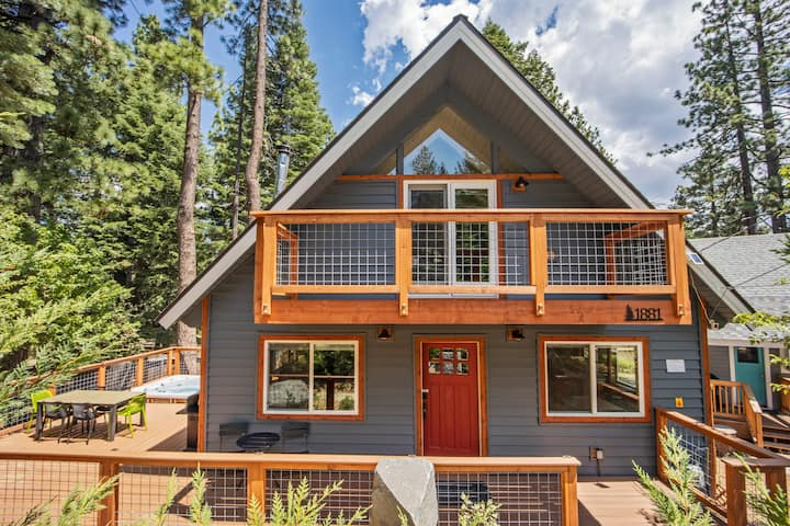 ★Serene Tahoe Cabin★ 4BR with New Deck & Hot Tub
