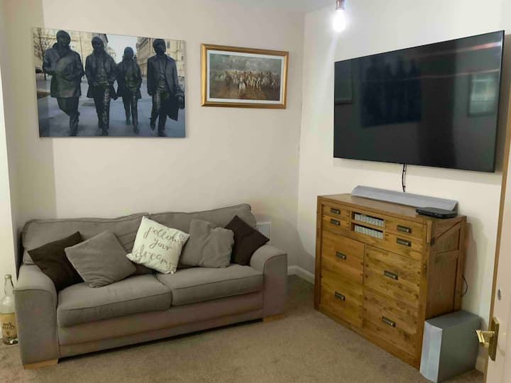York Centre - 2 Bed Private Family room - Parking*