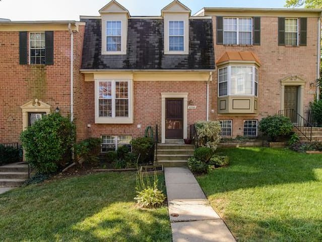 Quaint Townhouse in Silver Spring